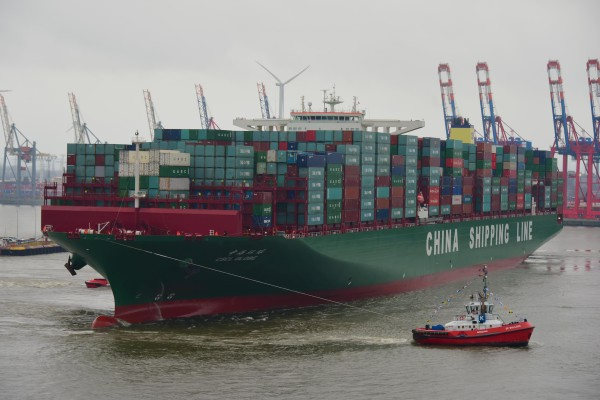 CSCL Globe am 13.1.2015 auf Jungfernreise in Hamburg