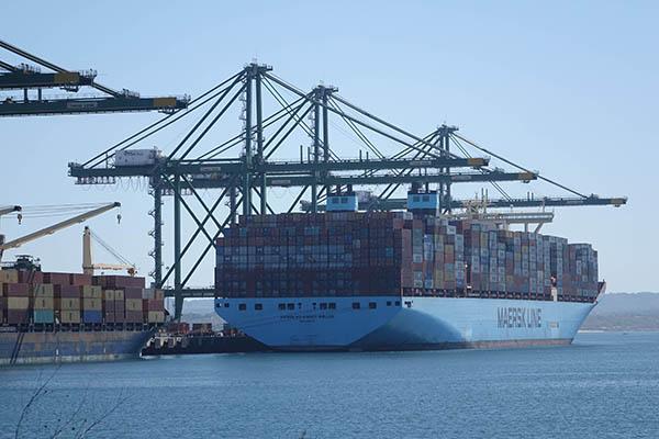 Maersk Line acelera confirmação de reservas de contentores