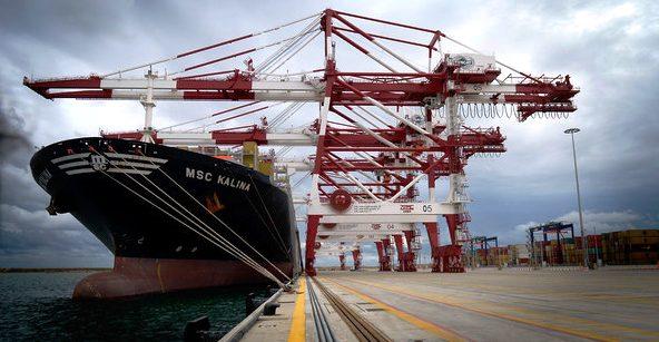 O movimento de mercadorias nos portos espanhóis nos primeiros cinco meses do ano atingiu os 227 milhões de toneladas