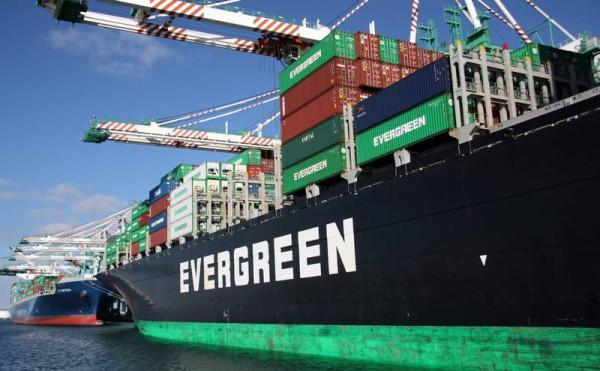 Evergreen lançou concurso para fretar 36 porta-contentores