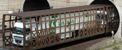Eurotunnel bate recorde de transporte de camiões em 2016