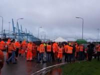 Greve de estivadores paralisa porto de Roterdão