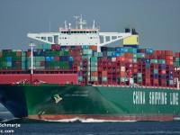 """Navio de 19 000 TEU """"entope"""" entrada do porto de Hamburgo"""