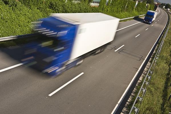 """A União Internacional dos Transportes Rodoviários (IRU) considera que os desentendimentos existentes sobre o Pacote de Mobilidade """"prejudicarão a economia da UE""""."""