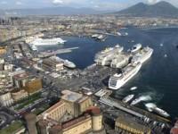 Bruxelas investiga apoios estatais ao porto de Nápoles