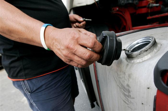 """O novo governo espanhol pretende aumentar o """"ISP"""" sobre o gasóleo para igualá-lo ao da gasolina."""