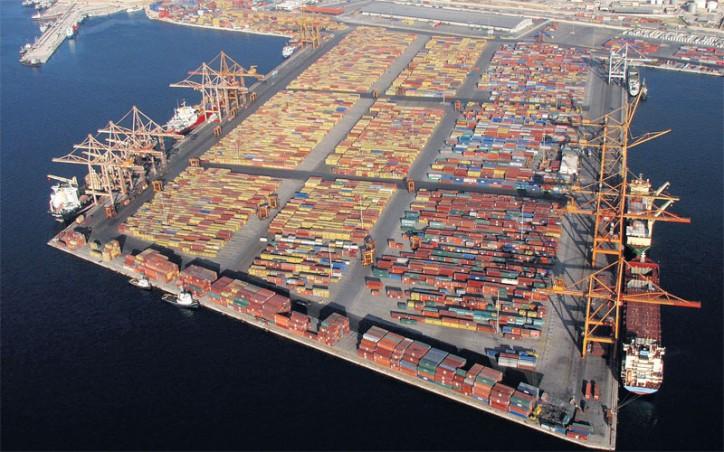 Porto do Pireu deverá crescer 35% este ano nos contentores