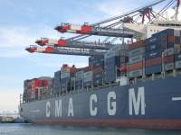 Transporte marítimo de contentores melhora pontualidade