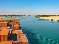 Receitas do Canal do Suez crescem 5,6%
