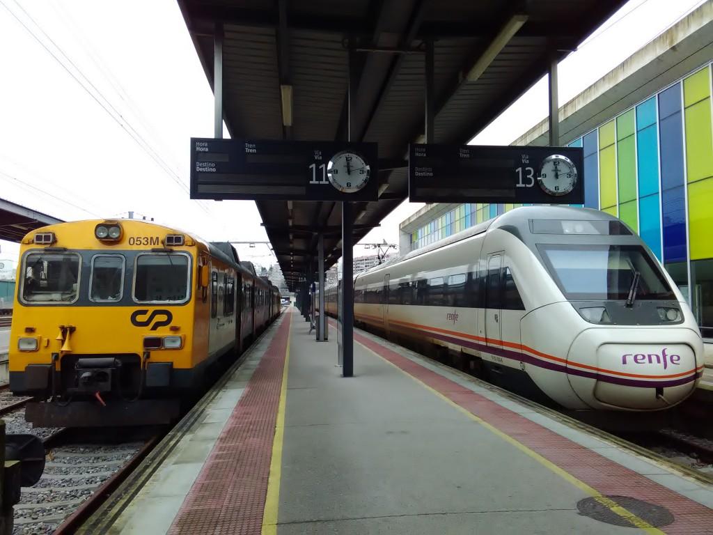 Celta_(CP)_e_Regional_(RENFE)_em_Vigo-Guixar