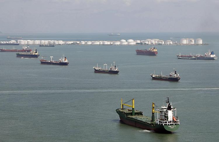 """Navios inactivos aumentarão com cortes na oferta e """"guerra"""" comercial"""