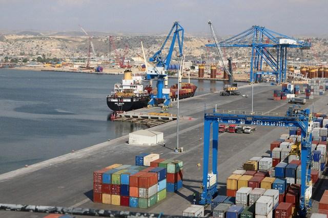 Angola reduz a TUP carga