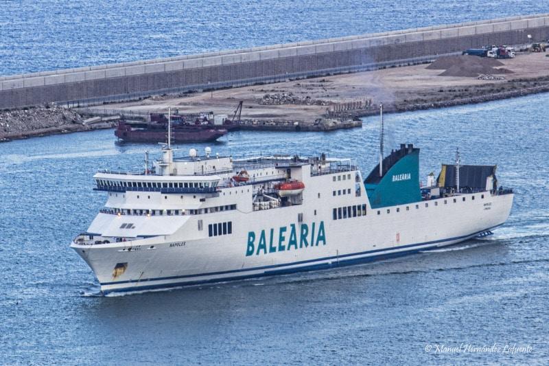 Baleària reconverte cinco navios para GNL