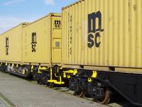 """MSC """"troca"""" feeder por comboio em França"""