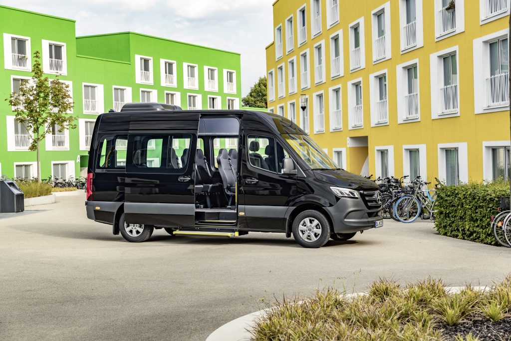 Mercedes lança novos minibuses baseados na Sprinter