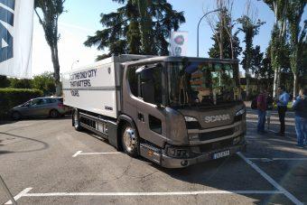 Scania L com janela para as entregas urbanas