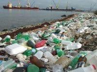 CE quer que navios paguem taxa para tirar lixo do mar