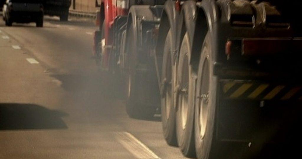 """França proíbe camiões """"mais"""" poluentes na cabotagem"""