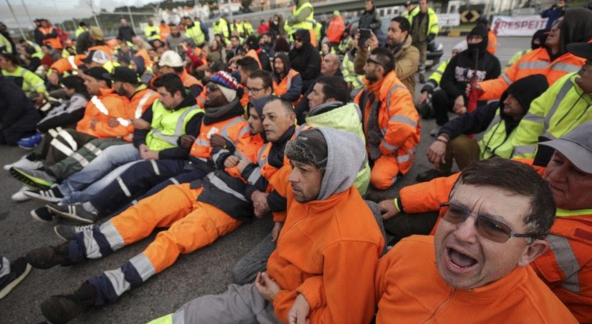 Estivadores mantêm protesto em Setúbal