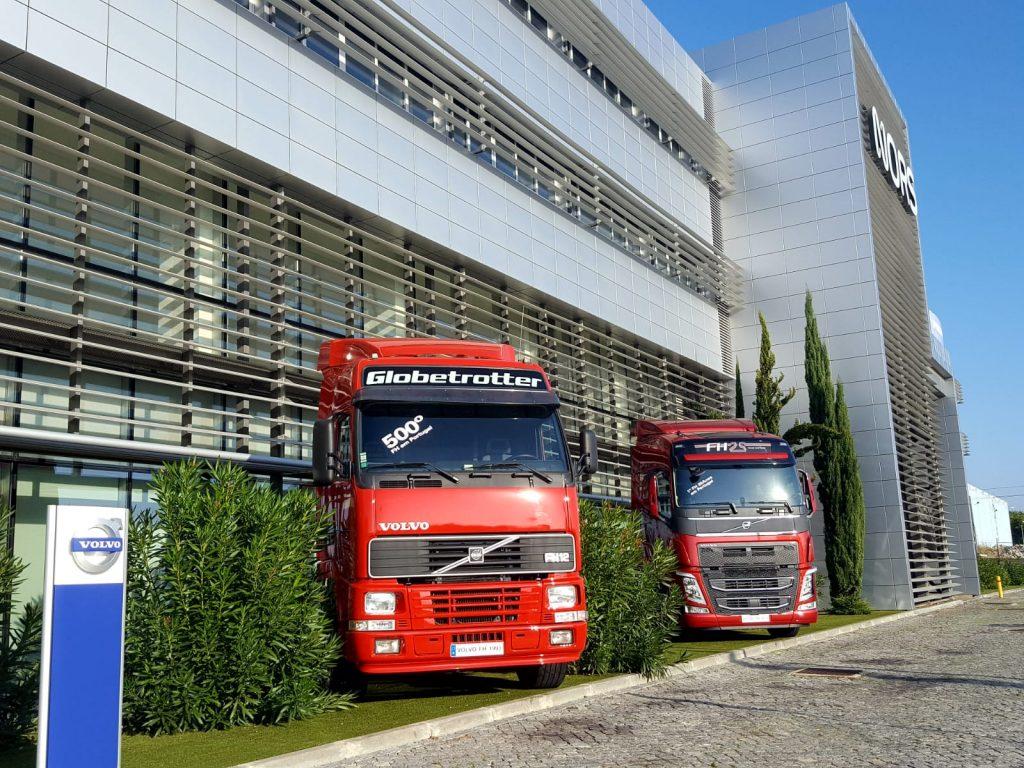 Auto Sueco exibe o primeiro e o último Volvo FH