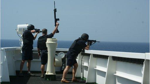 Uso de segurança privada confinado a regiões de elevado risco de pirataria