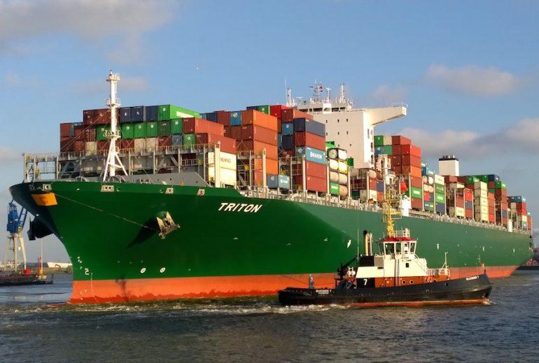 Canal do Panamá recebe o maior porta-contentores de sempre