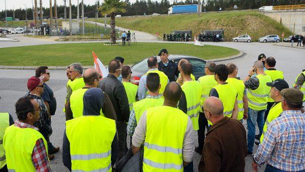 Motoristas de matérias perigosas garantem 1400 euros