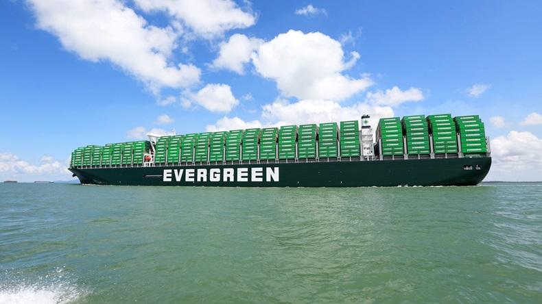Evergreen e CMA CGM têm as maiores encomendas de navios