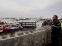 """Porto das Lajes destruído pelo furacão """"Lorenzo"""""""
