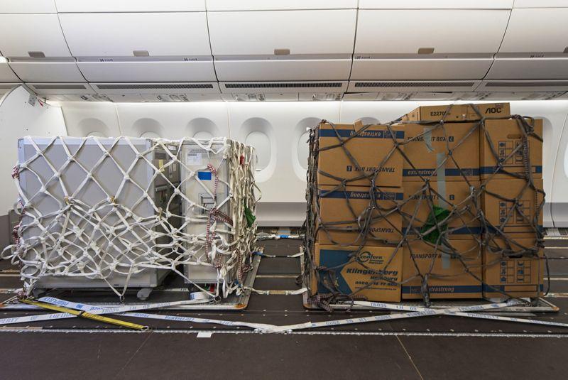 A capacidade de porão para a carga aérea praticamente desapareceu
